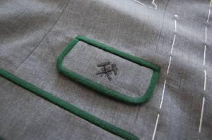 Billettasche der neuen Köflacher Tracht mit Zunftzeichen des Kohlebergbaues