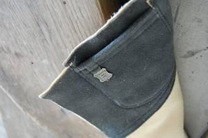Lederhosen-Uhrtasche mit Firmenlogo